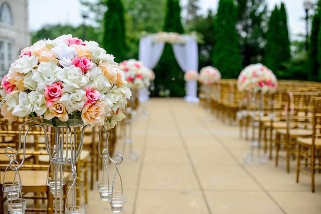 Aranżacja kwiatowa ślubu wykonana przez kwiaciarnię Łąki Pąki w Łukowie
